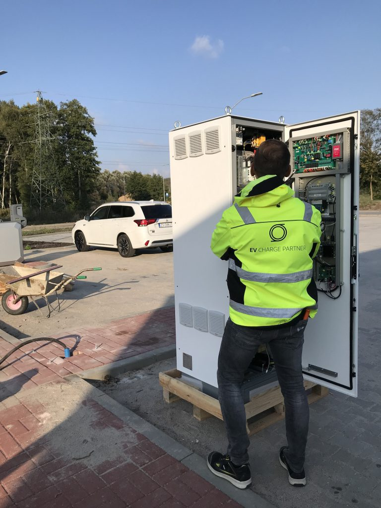 instalacja-stacji-ładowania-efacec